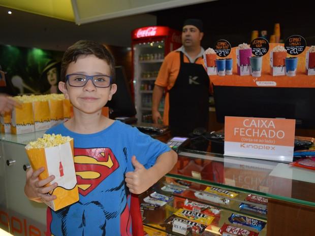Igor de Oliveira Simões, de 10 anos, também estava ansioso para assistir o filme com o grupo (Foto: Camilla Motta/G1)