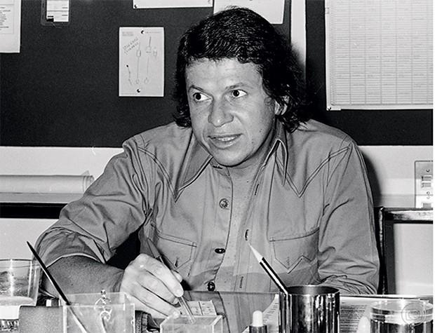 José Bonifácio de Oliveira Sobrinho | José Bonifácio de Oliveira Sobrinho, o Boni, foi um dos executivos mais poderosos da televisão brasileira. Entrou na TV Globo em 1967, com pouco mais de 30 anos, e ajudou a montar as bases da programação e da rede de afiliadas que transformaram a emissora na maior e mais bem-sucedida do país. Nascido em 1935 de uma família ligada à música e ao rádio, Boni foi vice-presidente de operações da Globo até 1997 e, a partir de então, consultor da emissora até 2001. Desde 2003 é sócio da TV Vanguarda, retransmissora da Globo no interior de São Paulo. (Foto: Acervo TV GLOBO/CEDOC)