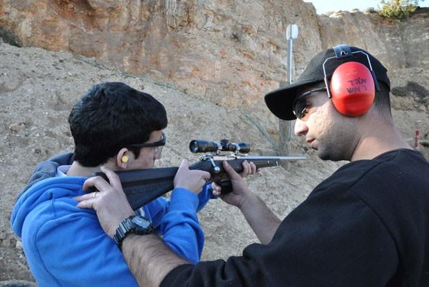 Pacote turístico em assentamento israelense tem treino para 'matar terrorista' (Foto: Sharon Gat)