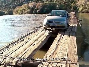 Ponte coloca moradores em risco em Bom Jesus, no RS (Foto: Reprodução/RBS TV)