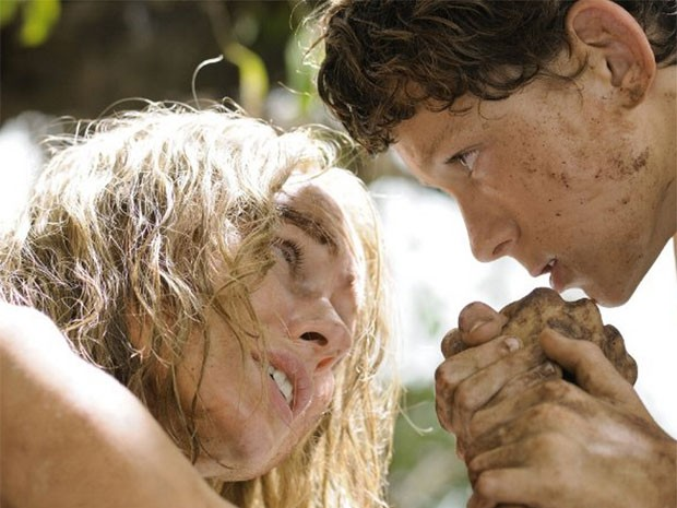 Naomi Watts e Tom Holland em cena do filme 'O impossível', que retrata o tsunami de 2004' (Foto: Divulgação)