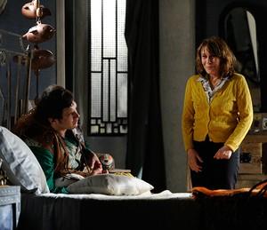 Renata ao lado de Sergio Guizé, em 'Saramandaia' (Foto: TV Globo / Estevam Avellar)