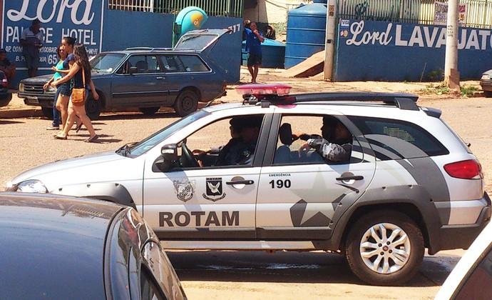 Polícia na Arena Pantanal (Foto: Felippe Costa)