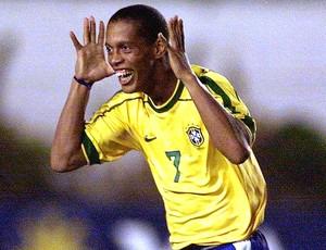 Ronaldinho Gaúcho na seleção brasileira (Foto: AFP)