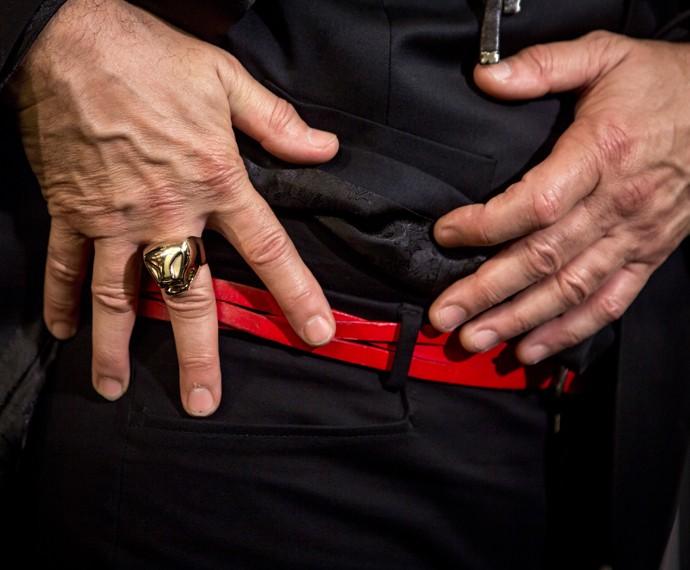 Anel dourado e cinto vermelho ajudam a compor o visual da terceira Audição (Foto: Isabella Pinheiro/ Gshow)