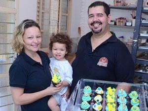 Márcia e Ricardo abriram fábrica de cupcakes (Foto: Divulgação)