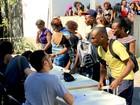 Imigrantes e refugiados buscam vaga em feirão de empregos em SP
