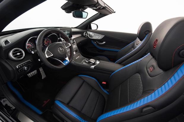 Tom azul clássico da Brabus está presente em detalhes do C63 650 Cabriolet (Foto: D)