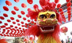 Multidões vão às ruas no início das celebrações do Ano Novo chinês