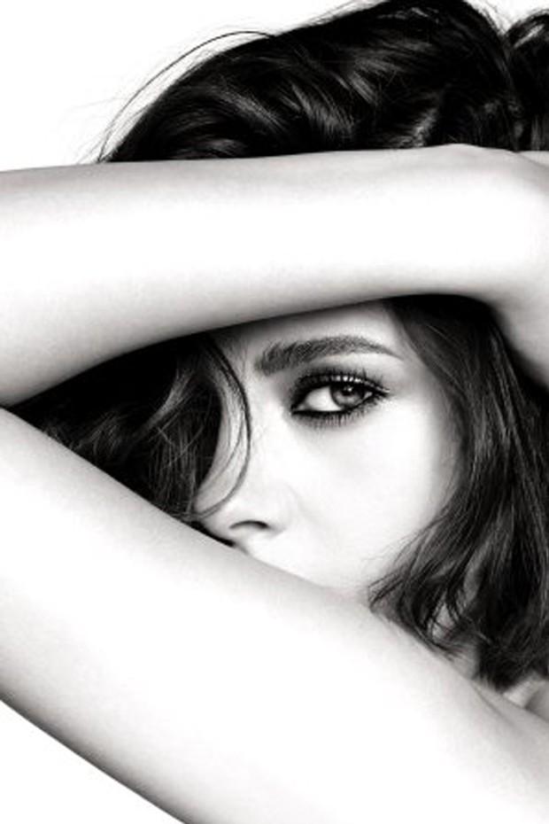 Sneak peek da campanha estrelada por Kristen Stewart para a linha de maquiagem da Chanel (Foto: Reprodução)
