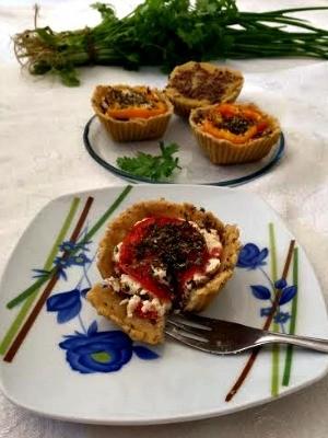Apresentação dos pratos é feita pela cozinheira e a filha (Foto: Luciane Pereira / Arquivo Pessoal)
