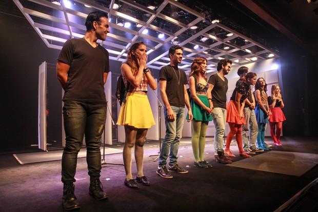 Elenco de 'Cinco Julias' no palco (Foto: AgNews)