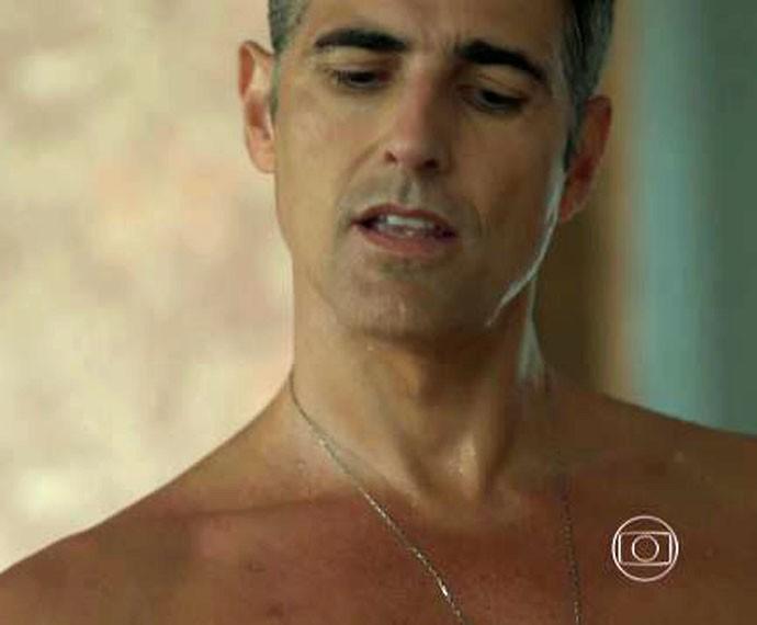 Anthony curte a noite com Maurice após o desfile (Foto: TV Globo)