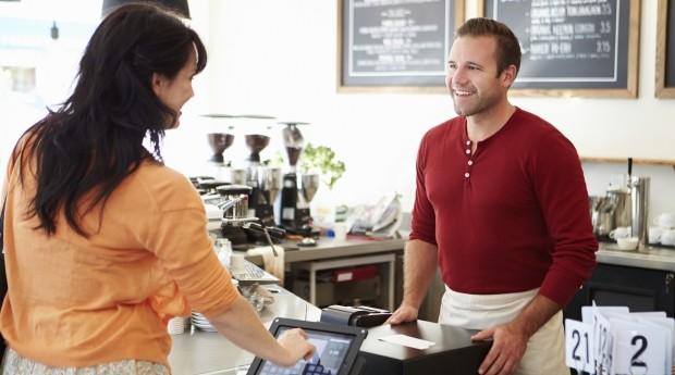 Treinar seus funcionários para um bom atendimento é uma das dicas essenciais para um bom marketing do seu restaurante  (Foto: Thinkstock)