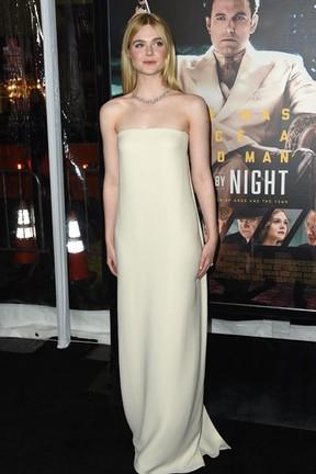 Elle Fanning em première em Los Angeles, nos Estados Unidos (Foto: Robyn Beck/ AFP)