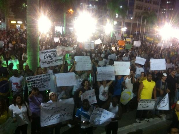 Muitos cartazes na manifestação em Campos dos Goytacazes (Foto: Priscilla Alves / G1)
