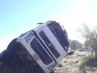 Carreta sai da pista, cai em ribanceira e motorista morre na BR-262 em MG