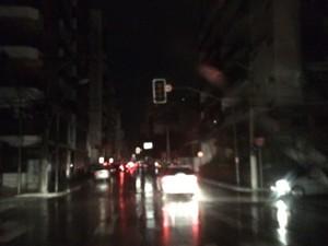 Avenida Hugo Musso às escurar  (Foto: André Junqueira/ TV Gazeta)