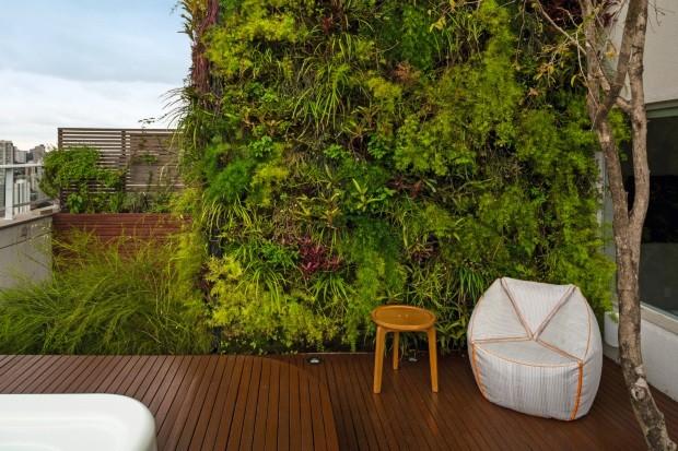Projeto de paisagismo em cobertura da arquiteta-paisagista Gabriella Ornaghi, que comanda o escritório Gabriella Ornaghi Arquitetura da Paisagem (Foto: Edu Castello / Editora Globo)