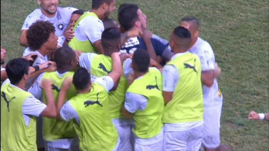 Mais dois: Bota propõe renovação para Luis Ricardo e Roger Carvalho
