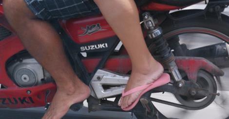 Descalço de moto Mundomoto