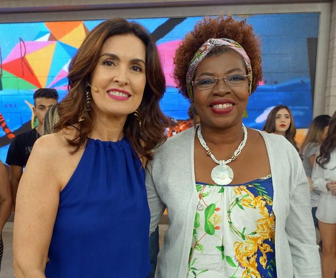Convidada posa com a Fátima  (Foto: Carolina Morgado/Gshow)