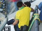 Vai ter beijo! Sophie Charlotte e Daniel Oliveira namoram em estádio