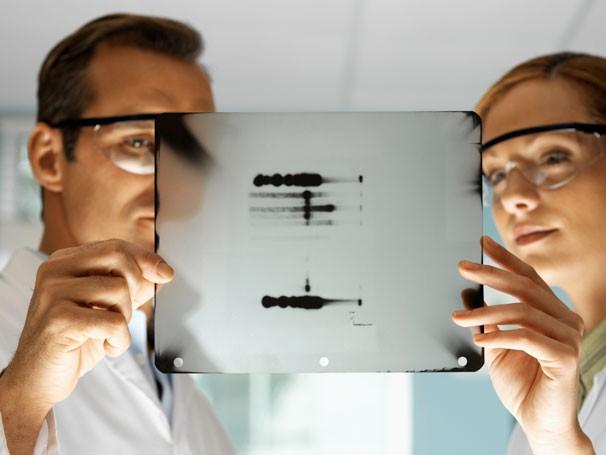 Pesquisadores em laboratório (Foto: ThinkStock Getty Images)