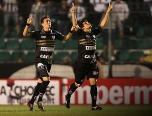 Caio e Aloisio, Figueirense e Corinthians (Foto: Cristiano Andujar / Futura Press)