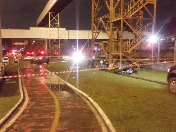Acidente aconteceu na madrugada desta quarta-feira (22) (Foto: G1)