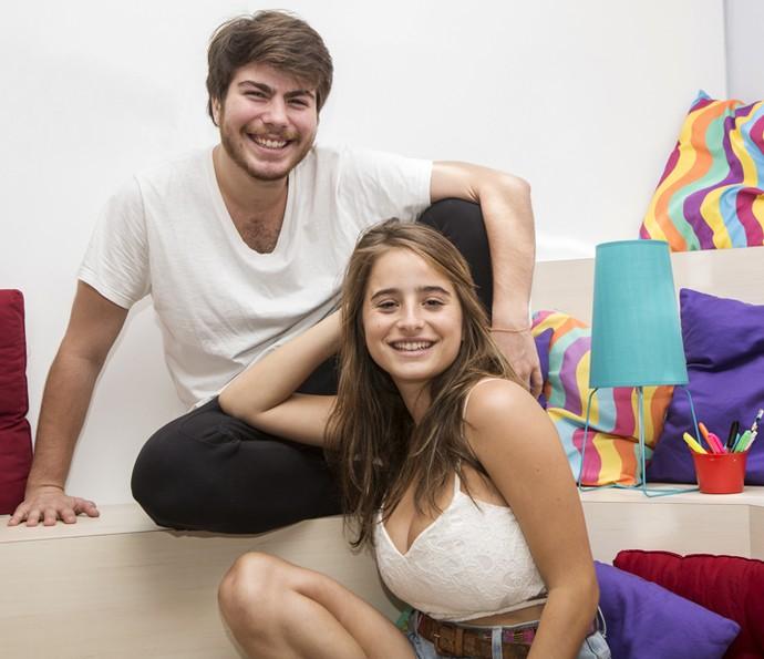 Manuela e Thales posam durante a gravação (Foto: Fábio Rocha/Gshow)