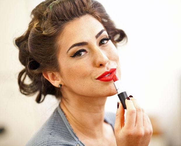 Fê Paes Leme e os profissionais que cuidam da sua beleza dão dicas de make e penteado (Foto: Dafne Bastos/TV Globo)