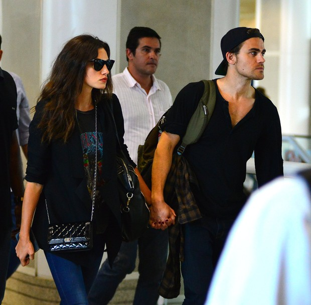 Paul Wesley e Phoebe Tonkin (Foto: William Oda/AgNews)