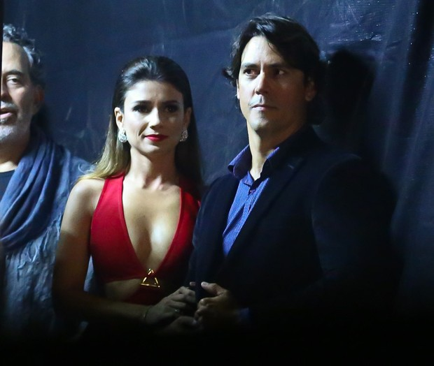 Paula Fernandes e o namorado, Henrique do Valle, antes de entrar no palco (Foto: Manuela Scarpa/Brazil News)