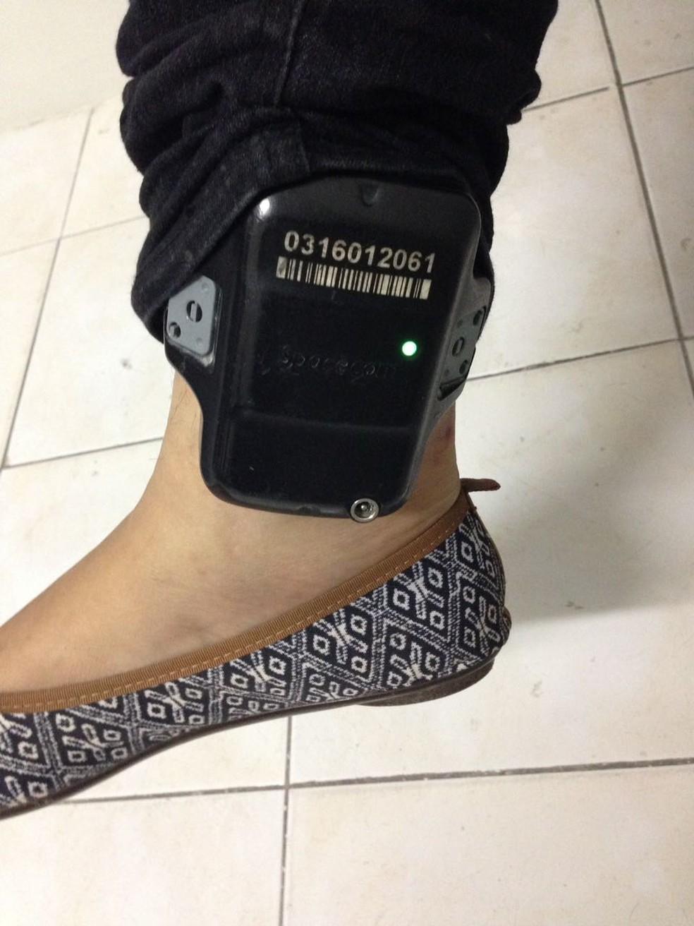 Mulher foi pres ao aplicar golpe usando tornozeleira (Foto: ReproduçãoTV Globo)
