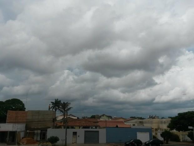 Céu de Campo Grande na tarde desta quinta-feira (20) (Foto: Glaucea Vaccari/G1 MS)