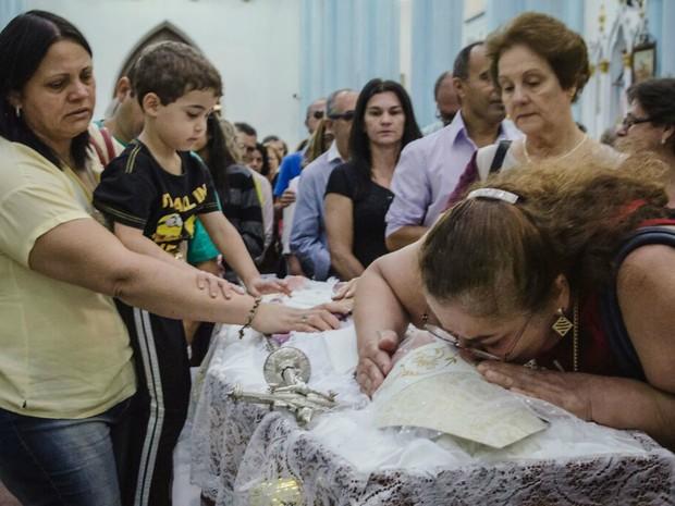 Fiéis se despedem de Dom Diógenes Silva Matthes  (Foto: Igor do Vale/Divulgação)