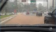 Centro, subúrbio e orla: chuva deixa estragos na capital; homem cai em canal no Dois Leões