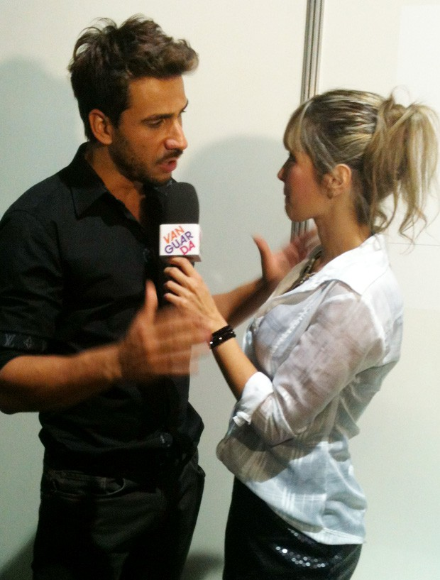 Julio Rocha e Kelly Maria nos bastidores do Oscar Fashion Days (Foto: Kelly Maria/ TV Vanguarda)