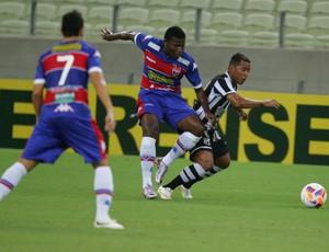Fortaleza vence o Ceará na Arena Castelão  (Foto: Kid Júnior/Agência Diário)