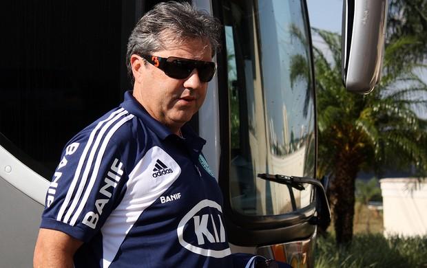 GIlson Kleina, técnico do Palmeiras, chega a Araraquara (Foto: Cleber Akamine / globoesporte.com)