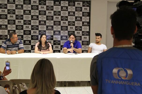 Coletiva de imprensa na sede da TV Anhanguera para apresentar o Villa Mix 2015 (Foto: TV Anhanguera)