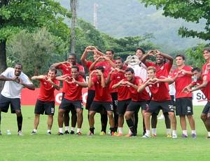 jogadores do Flamengo fazem homenagem para Renato no treino (Foto: Richard Souza / Globoesporte.com)