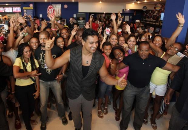 Xanddy com fãs (Foto: Elielson Pita/Divulgação)