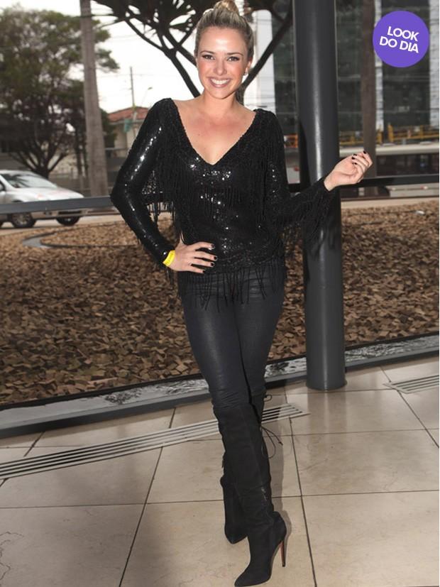 EGO - Meses após dar à luz, Carol Francischini desfila de biquíni - notícias de Moda
