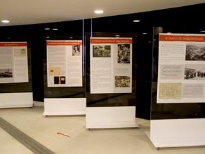"""Painéis da exposição """"As meninas do quarto 28"""", em cartaz no Museu Nacional da República, em Brasília (Foto: Vianey Bentes/TV Globo)"""