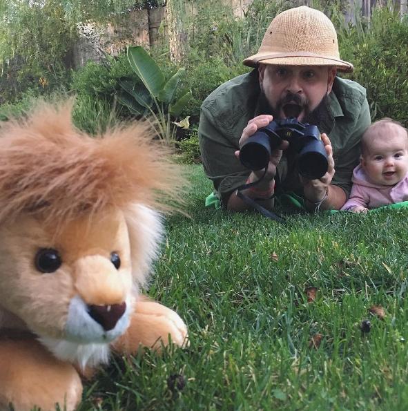 Sholom e Zoe viraram caçadores nesse clique (Foto: Reprodução / Instagram)