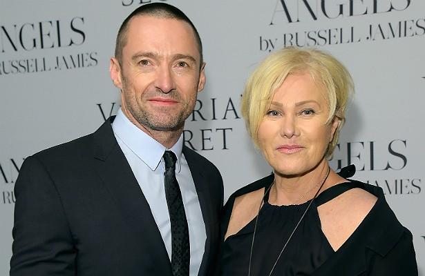 """O ator Hugh Jackman está há quase 20 anos casado com a atriz e produtora australiana Deborra-Lee Furness. """"Ela é a melhor. Tenho sorte. Ela é muito sábia, uma grande atriz, uma grande esposa e mãe. Tenho verdadeiro orgulho dela"""", diz o cobiçado Wolverine. (Foto: Getty Images)"""