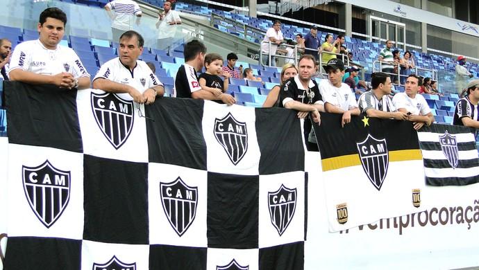 torcida no treino do Atlético-MG na Arena Pantanal (Foto: Léo Simonini)