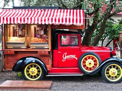 Calhambeque funciona em parque de diversões de Canela (RS) como carrinho de pipoca (Foto: Divulgação)
